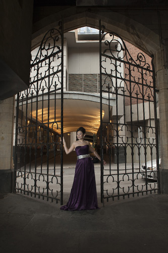 bride at chapter house iron gates melbourne