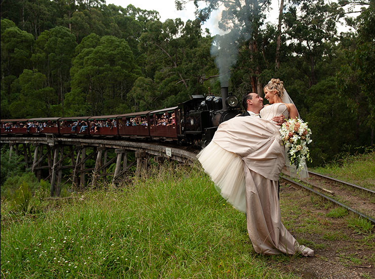 wedding photographer who does puffing billy weddings